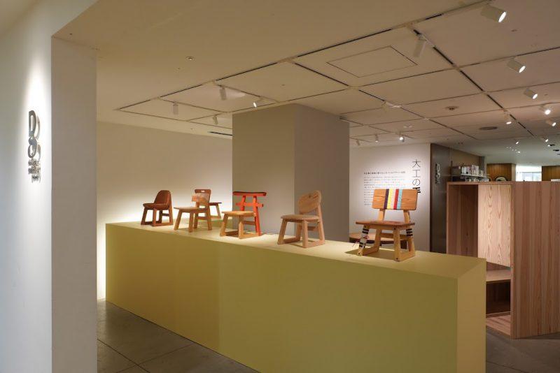 小泉誠さんが脚部と骨格をデザインして、大工が背板と座面をデザイン・製作したこども椅子。これまでのコンテストで受賞をした9脚が展覧会にあわせて会場に集結しました。