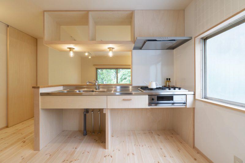 キッチンからも窓の外を眺められる