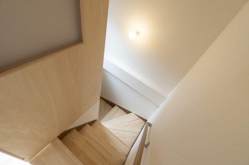 一階へつながる階段