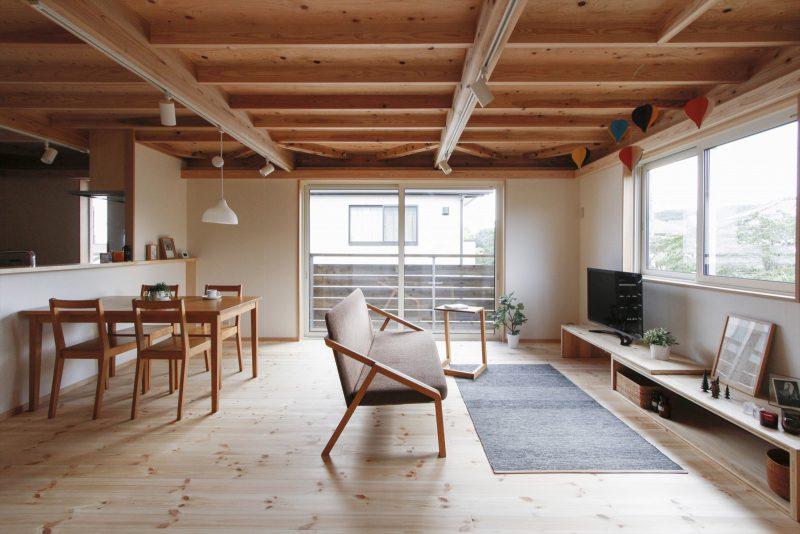 1区画:2階リビング…思わず寝転がりたくなる、やわらかい無垢の床材