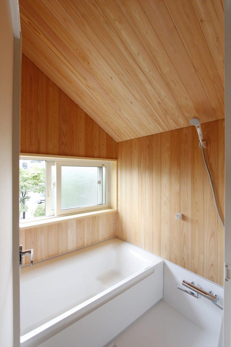 1区画:2階浴室…お風呂に入るとふんわりとただよう、サワラ材の心地よい香り