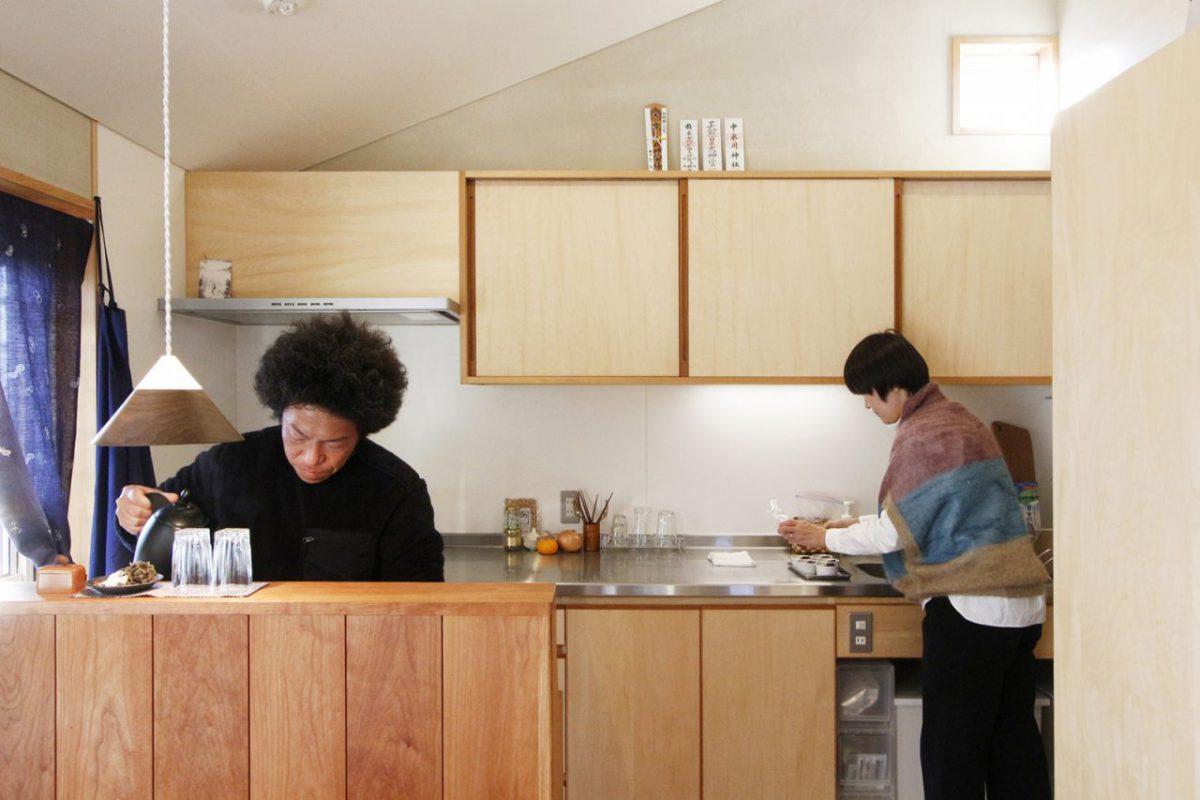 夫婦二人で料理をする際にも使い勝手が良い広いキッチン