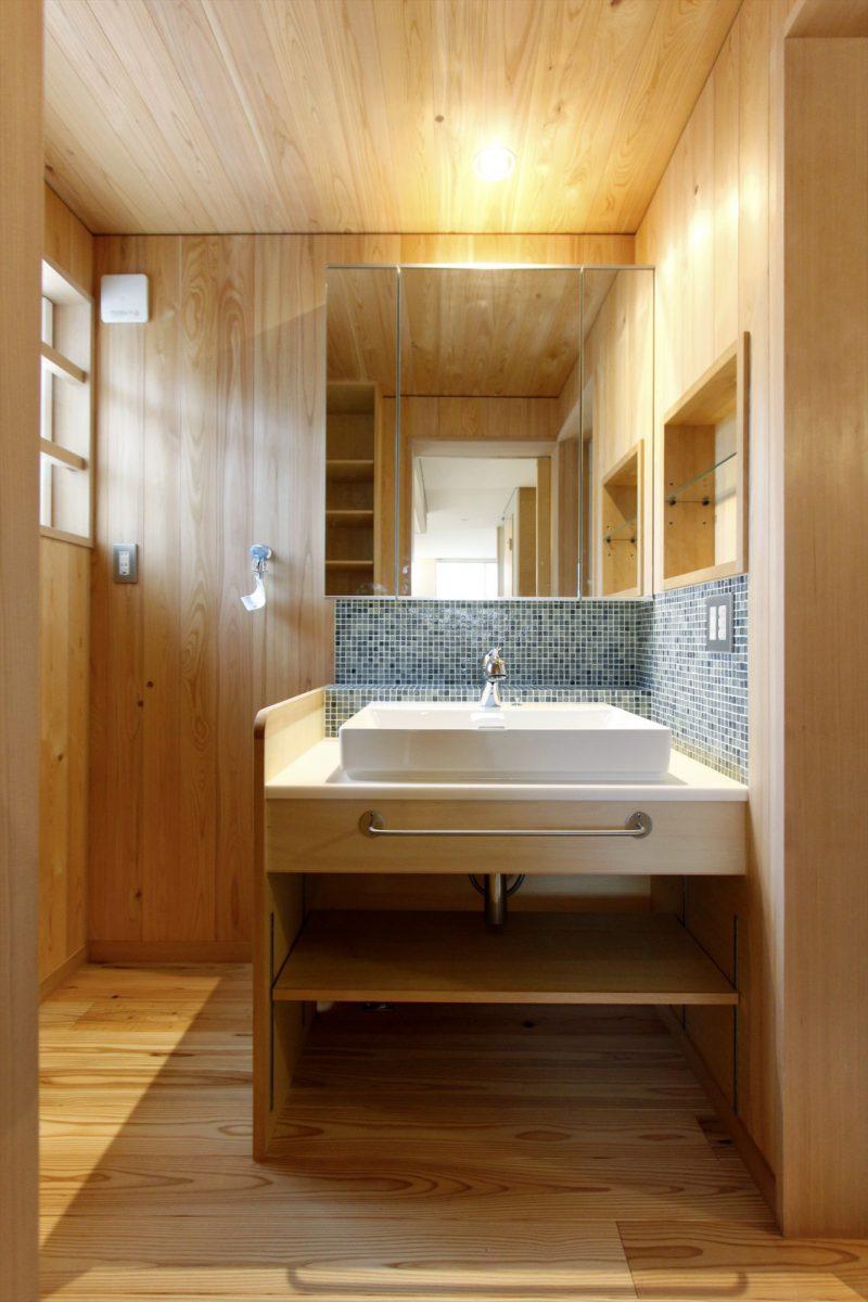 爽やかなタイルが素敵な洗面スペース