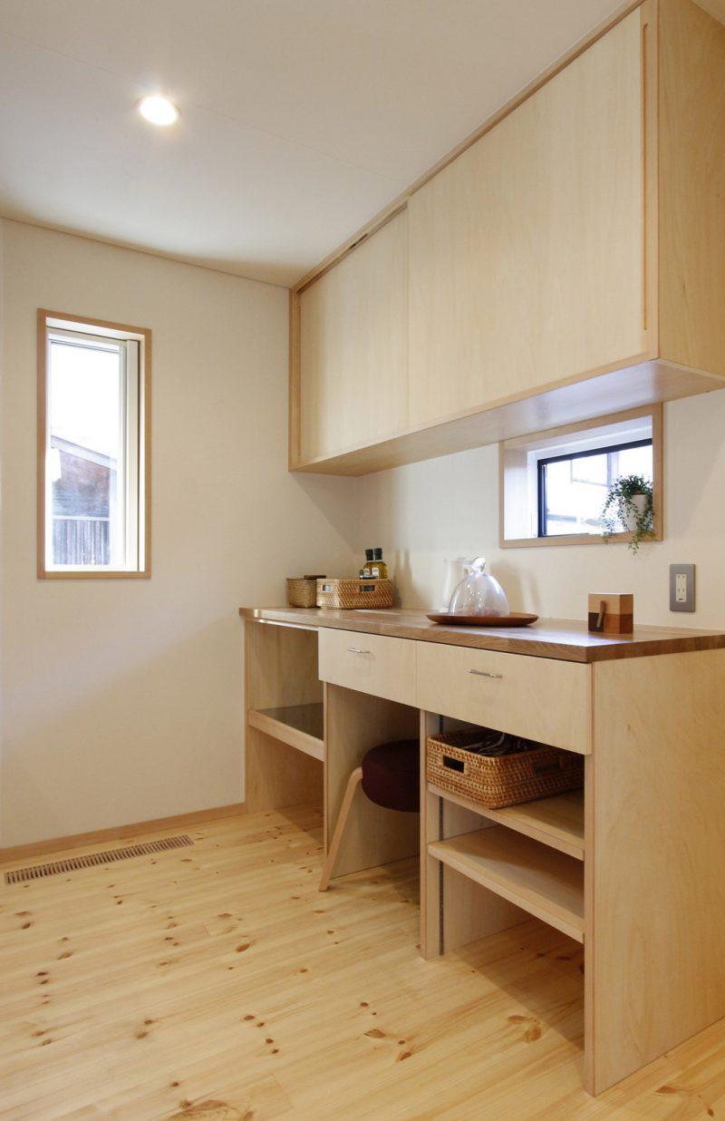造り付けのキッチン収納。