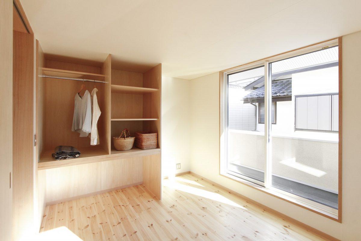 居室には使い勝手の良い収納もしっかりと。