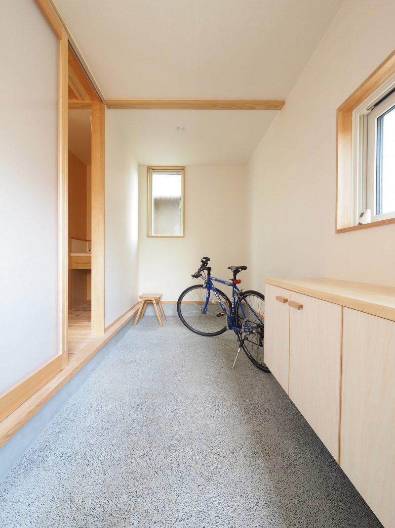 広いスペースに玄関土間。自転車やキャンプ道具も収納できます。