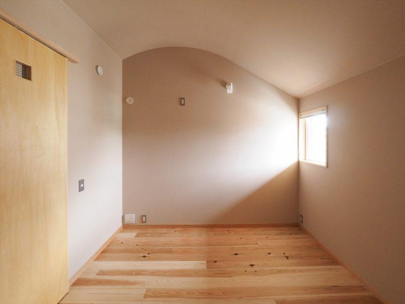 アール天井の子ども部屋