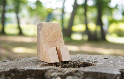【9/16更新】木のスマートフォンスタンド販売中|おうち時間を楽しもう!