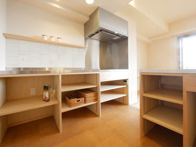 キッチンの収納棚は用途によって可変できます。